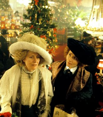 Howards End's Vanessa Redgrave, Emma Thompson in 1910 London department store