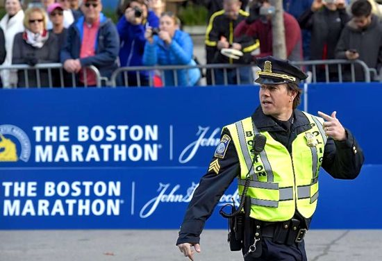 Patriots Day's Mark Wahlberg is cop on duty at Boston Marathon finish line