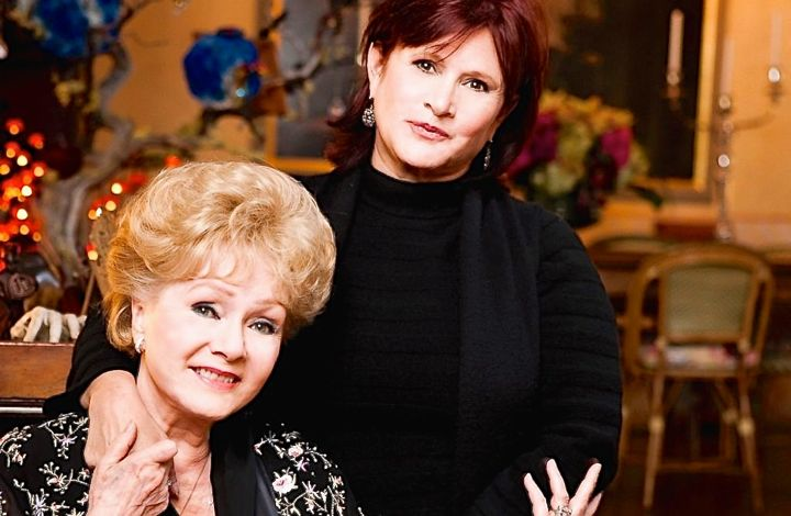 Bright Lights' Debbie Reynolds and daughter Carrie Fisher pose