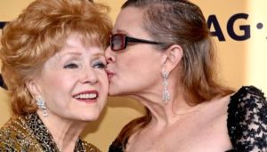 Bright Lights' Carrie Fisher kisses her mom Debbie Reynolds